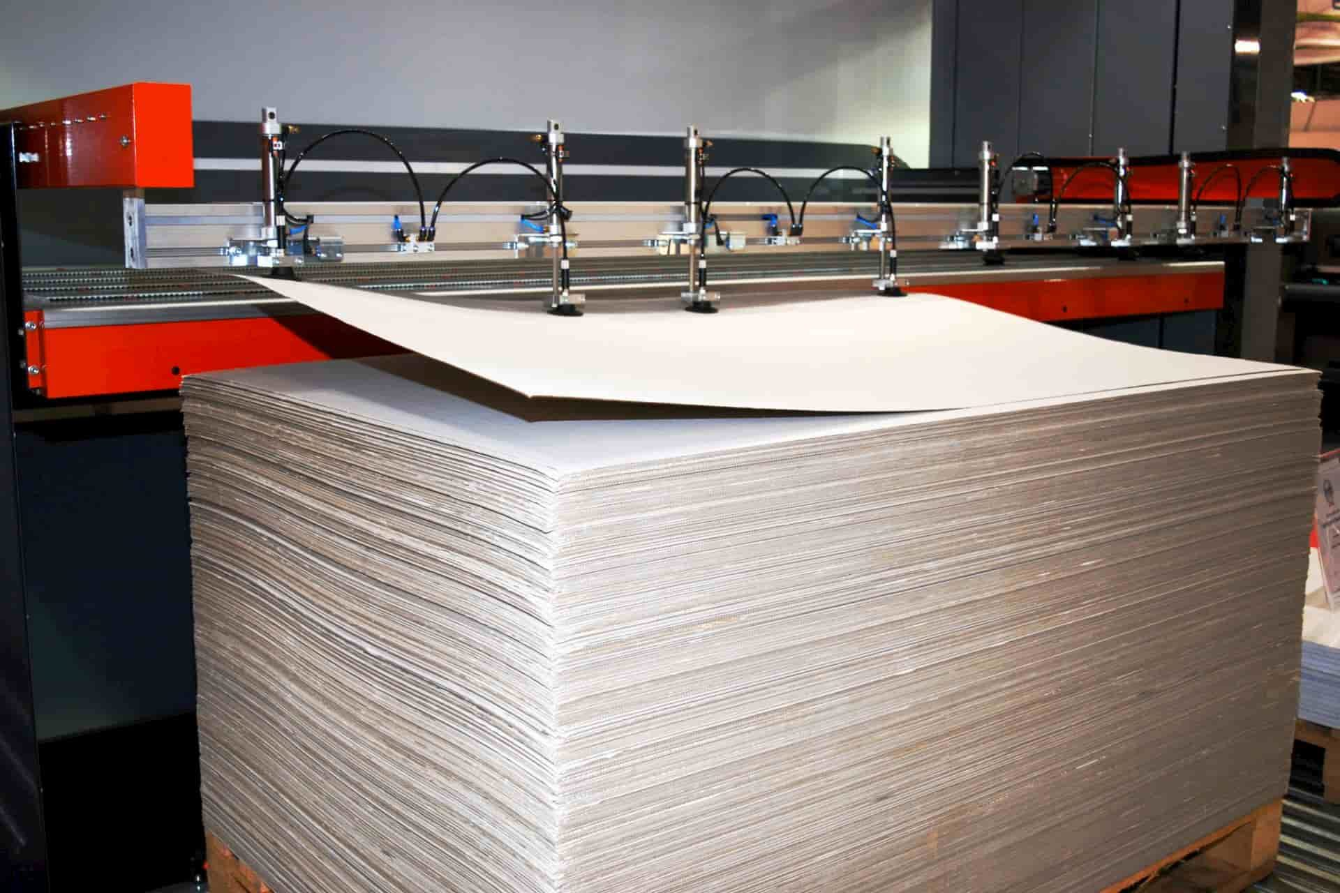 gestapelte Pappe auf einer Palette